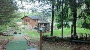 Lakeside Licks 18 Hole Mini Golf Course in Highland, NY