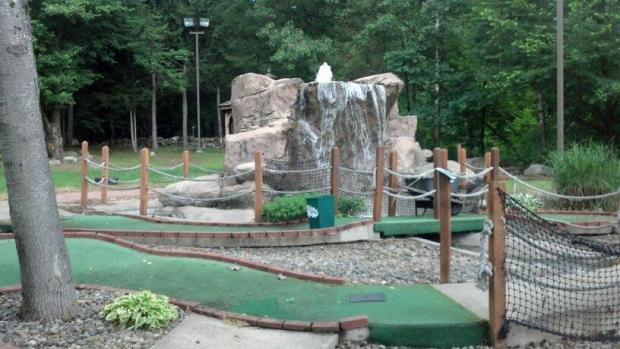 Lakeside Licks 18 Hole Mini Golf Course in Highland, NY